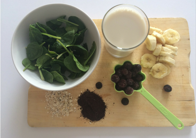 Blueberry, Spinach, Banana & Acai Superfood Smoothie (Free Printable Recipe) | Gypsy Rova Blog